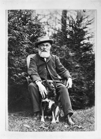 Portret_van_tuinarchitect_Louis_Paul_Zocher,_zittend_met_hond_-_Unknown_-_20317301_-_RCE